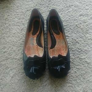 Born Black Leather Flats with a Flower Size 6
